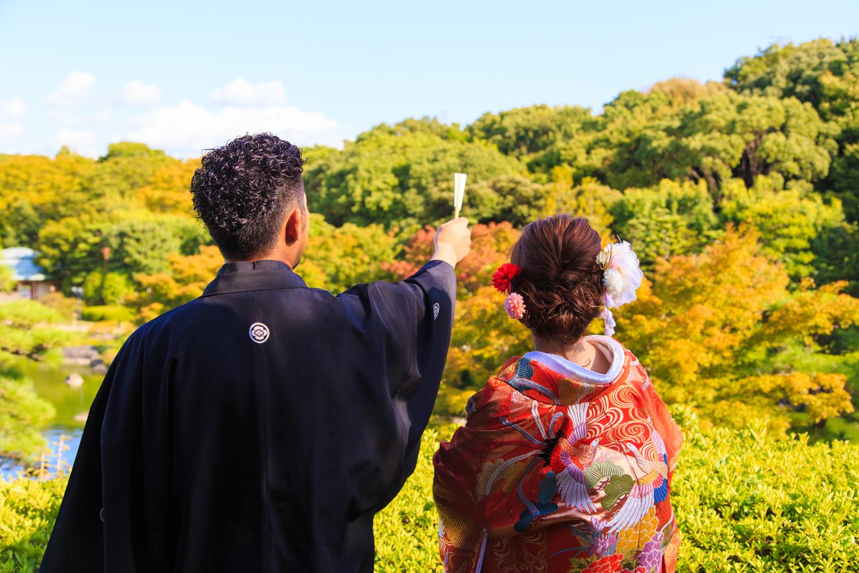 大仙公園 日本庭園 和装 前撮り 紅葉を眺める花婿と花嫁